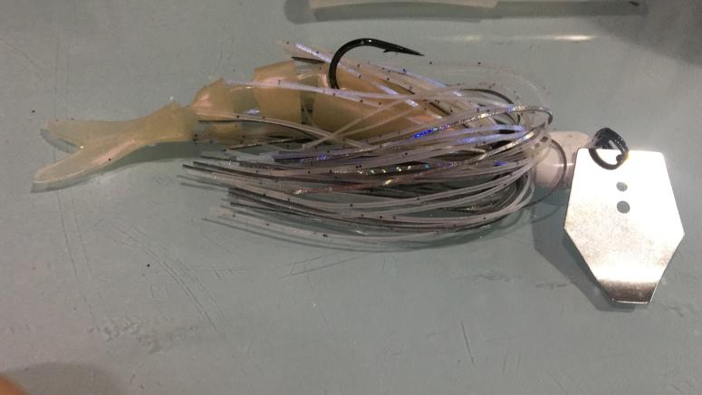 Los swimbait de vinilo hacen un conjunto muy efectivo combinado con los chatterbaits